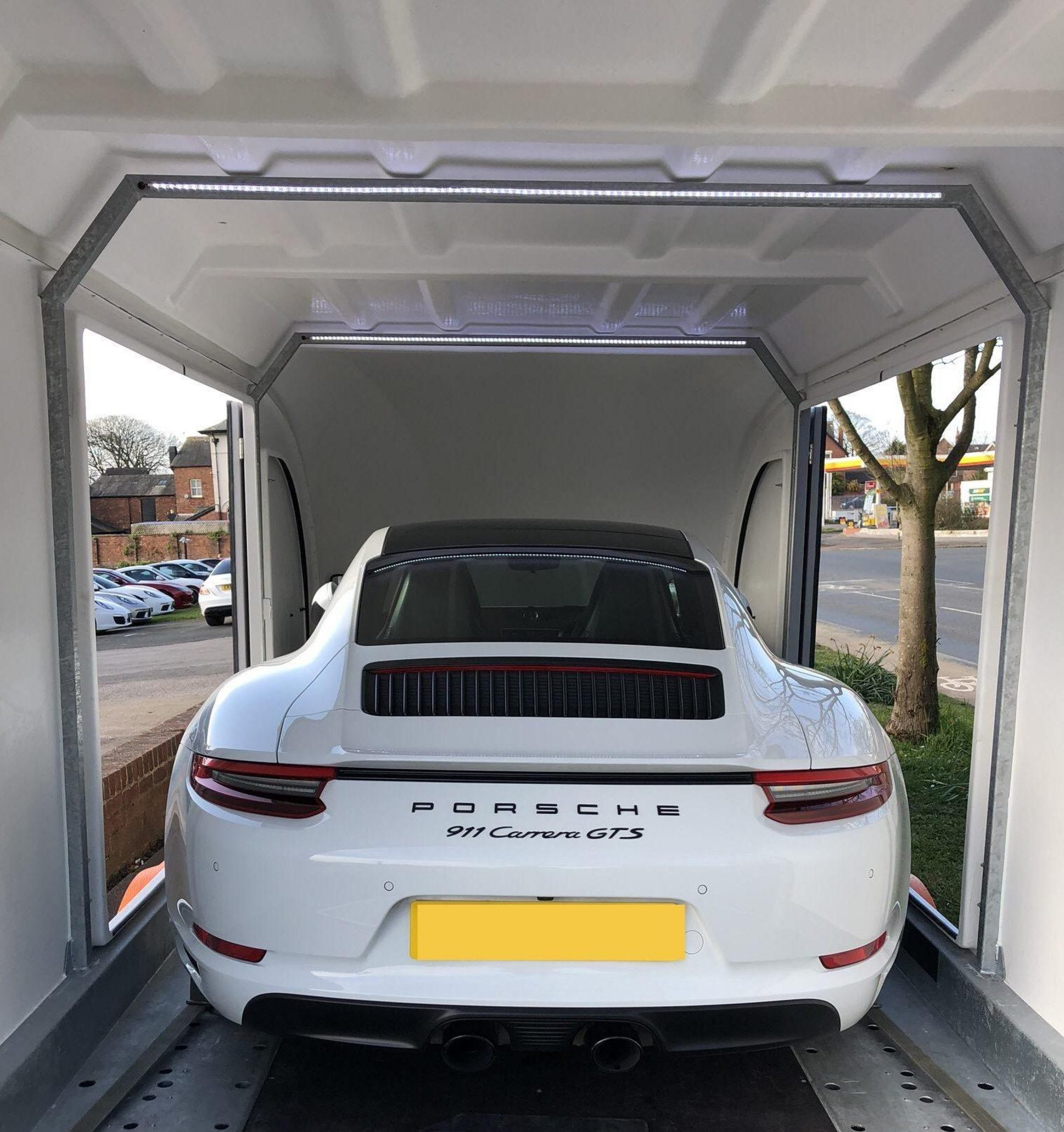 Porsche 911 Contactless Delivery by Zoom